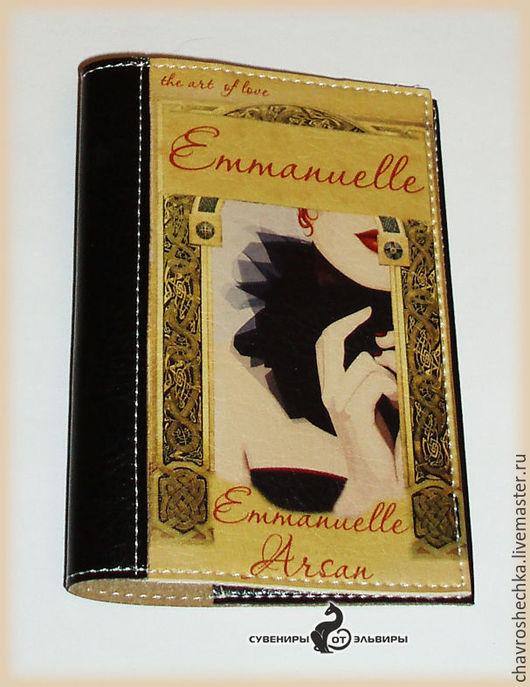 оригинальность обложки в том, что она выполнена в виде книги. прекрасный подарок для сексапильной барышни.