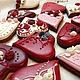 В День Святого Валентина дарите пряники -сердечки)))))  Очень красиво и вкусно))). Имбирные пряничные сердечки упакованы в пакетик с ленточкой.