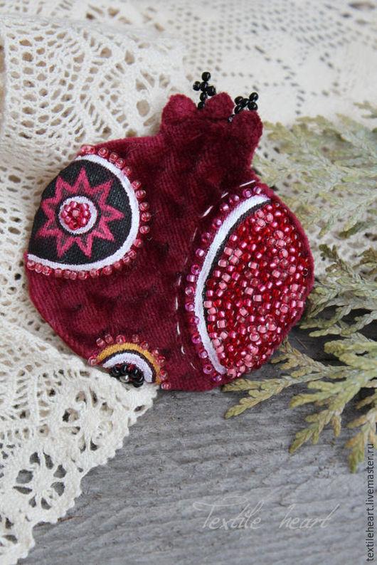 Броши ручной работы. Ярмарка Мастеров - ручная работа. Купить Гранатовая брошь. Handmade. Бордовый, броши, textile heart