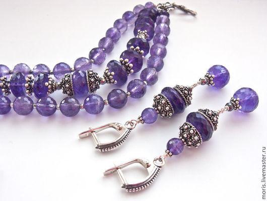 Аметистовый комплект браслет и серьги из серебра. Серебряный комплект с аметистами браслет и серьги. Браслет и серьги из натуральных аметистов и серебра.