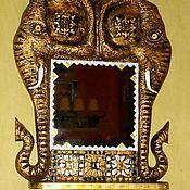 """Для дома и интерьера ручной работы. Ярмарка Мастеров - ручная работа Зеркало с полочкой """"Золотые слоники"""".. Handmade."""