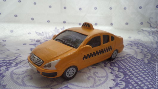 Автомобиль такси из керамики ручной работы