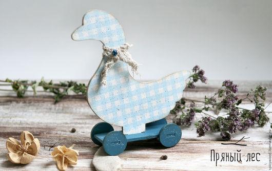 Деткая игрушка деревянный гусь на колесиках декупаж. Очень яркий и необычный предмет декора для вашей квартиры или детской. Дети будут рады, играя с деревянной теплой игрушкой