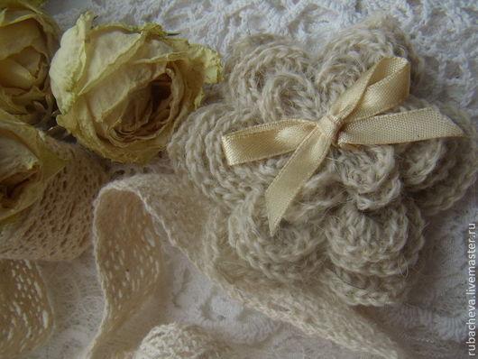 Набор вязанных декоративных элементов (вязанные цветочки). Набор состоит из 5 вязанных цветочков разного диаметра.