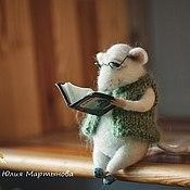 Мягкие игрушки ручной работы. Ярмарка Мастеров - ручная работа Дедушка  мышонок читает книгу:). Handmade.