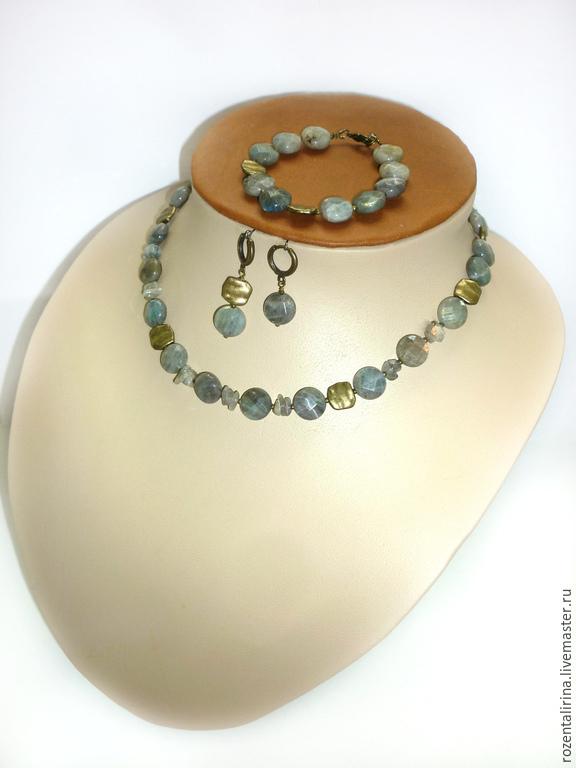 Колье и браслет из натурального огранённого Лабрадора и качественной металлической фурнитуры цвета бронзы.