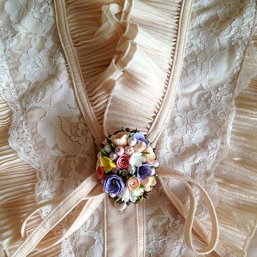 """Броши ручной работы. Ярмарка Мастеров - ручная работа. Купить Брошь""""Нежность""""  из миниатюрных цветов и ягод. Handmade. Цветы, цветы в украшении"""