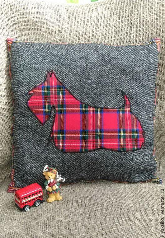 Подушка из мягкой шерстяной ткани декоративная `Шотландия` c аппликацией скотч-терьер. Подушка декоративная  ручной работы купить.