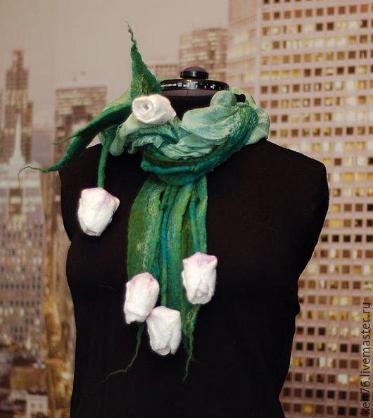 """Шарфы и шарфики ручной работы. Ярмарка Мастеров - ручная работа. Купить Нуновойлочный шарф """"Оттенки лета"""" с тюльпанами и шёлком. Handmade."""