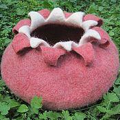 Для домашних животных, handmade. Livemaster - original item House cat felt, home for the pet milled, Pomegranate House. Handmade.