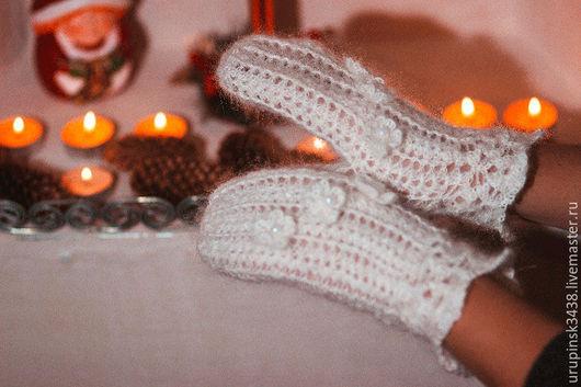 Варежки пуховые ажурные .Варежки связаны крючком из  белой пуховой пряжи ручного прядения. Ручкам  тепло, уютно и комфортно 700 руб.