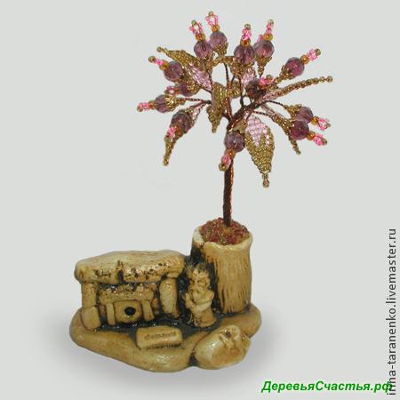Дерево счастья из раухтопаза возле дольмена