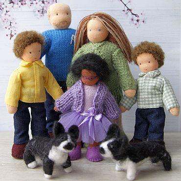 Куклы и игрушки ручной работы. Ярмарка Мастеров - ручная работа Семья вальдорфских куколок для кукольного домика с собаками. Handmade.