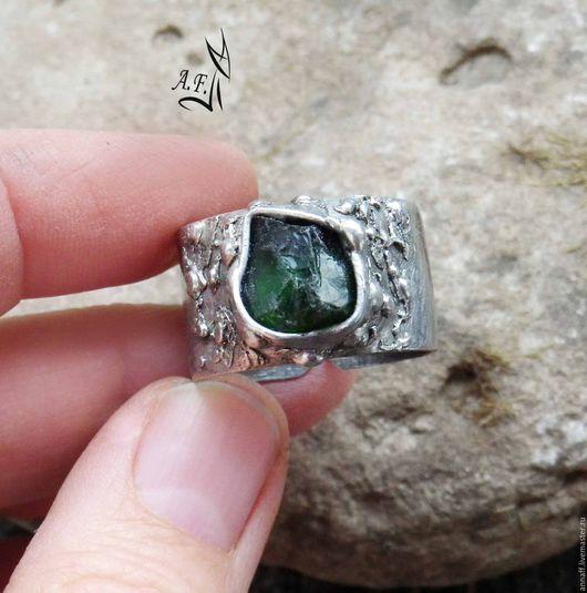 """Кольца ручной работы. Ярмарка Мастеров - ручная работа. Купить """"Хвоя"""" - кольцо с хромдиопсидом. Handmade. Тёмно-зелёный, широкое кольцо"""