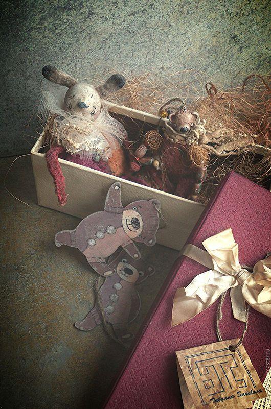 """Игрушки животные, ручной работы. Ярмарка Мастеров - ручная работа. Купить """"Забытая коробочка"""" новогодние зайка и мишки. Handmade. Бордовый"""