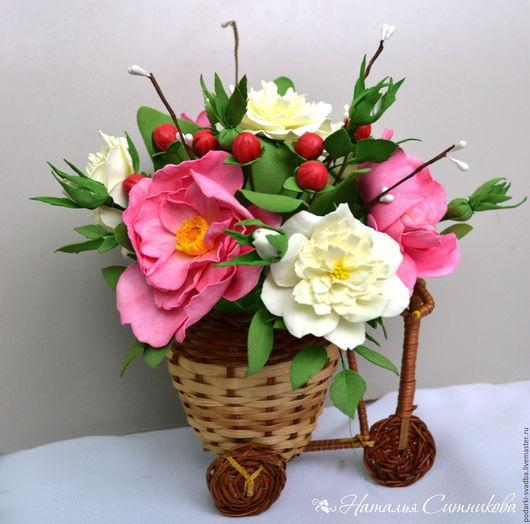 Букеты ручной работы. Ярмарка Мастеров - ручная работа. Купить Композиция с цветами шиповника и кустовыми розами.. Handmade. Розовый