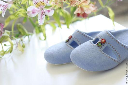 """Обувь ручной работы. Ярмарка Мастеров - ручная работа. Купить """"Небесная лазурь"""" валяные тапочки. Handmade. Голубой, войлочные тапочки"""