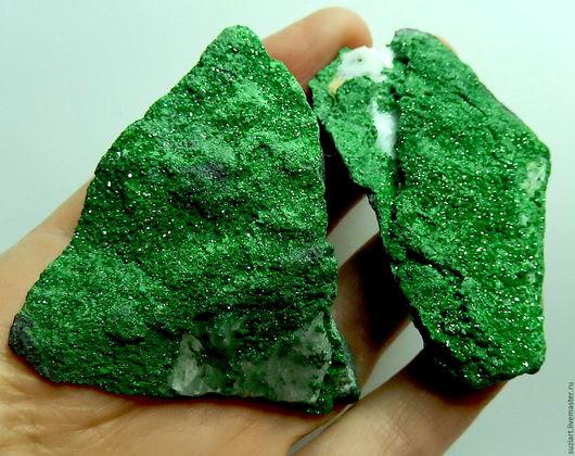 В наличии камень слева №1 Цена-3500 Размер-68х34