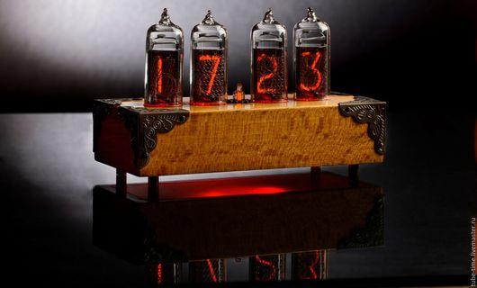 Подарки для мужчин, ручной работы. Ярмарка Мастеров - ручная работа. Купить Часы на советских лампах ИН-14 в корпусе из массива бука. Handmade.