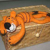 Сувениры и подарки ручной работы. Ярмарка Мастеров - ручная работа Тигр (магнит на холодильник) и просто Тигр. Handmade.