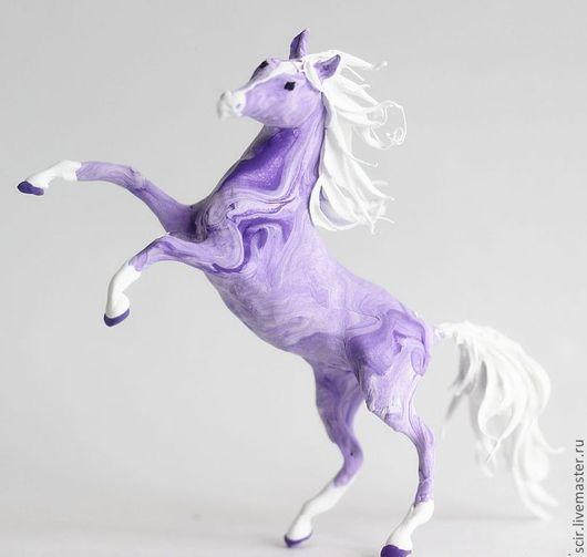 """Игрушки животные, ручной работы. Ярмарка Мастеров - ручная работа. Купить фигурка маленькая """"Фиолетовая  лошадь"""". Handmade. Лошадь"""