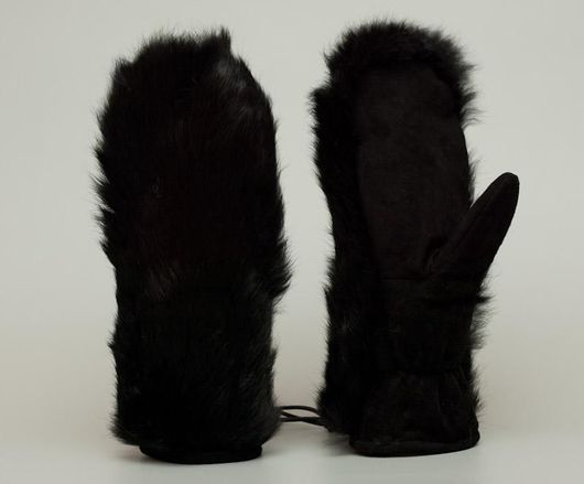 Меховые варежки из меха кролика и натуральной замшевой кожи.