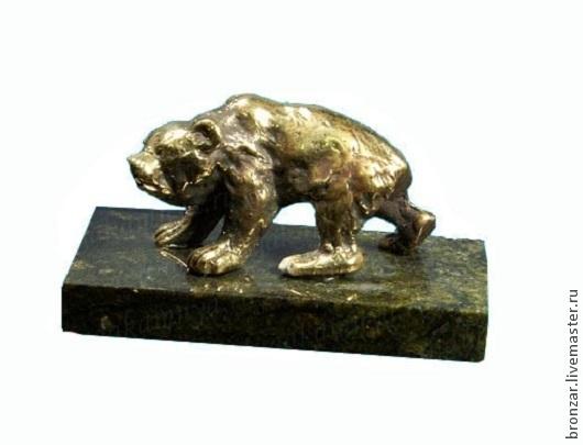 Подарочные наборы ручной работы. Ярмарка Мастеров - ручная работа. Купить Медведь худой из бронзы идёт на подставке из змеевика. Handmade.