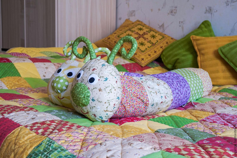 Диванная подушка «Гусеница»