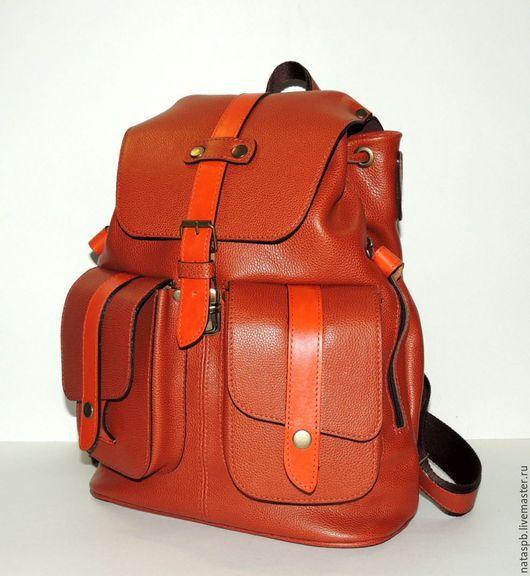 Благородный, надежный и вместительный рюкзак. Подойдет как мужчине, так и женщине.
