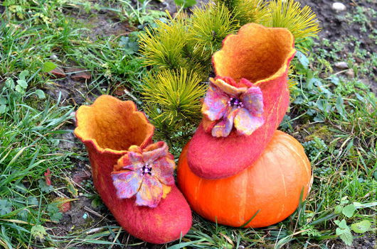 Обувь ручной работы. Ярмарка Мастеров - ручная работа. Купить Тапочки валяные высокие, с цветком. Handmade. Оранжевый, тапочки высокие