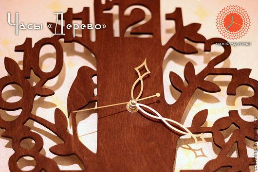 Часы `Дерево`