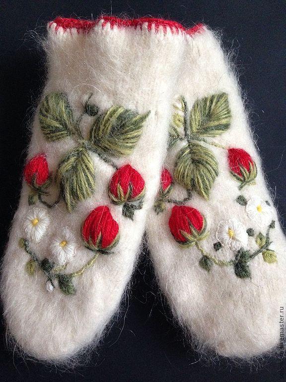 Варежки, митенки, перчатки ручной работы. Ярмарка Мастеров - ручная работа. Купить Варежки с вышивкой Клубничные. Handmade. Цветы