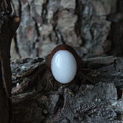 Украшения ручной работы. Ярмарка Мастеров - ручная работа Перстень из чёрного ореха с белым нефритом. Handmade.