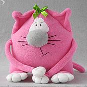 Куклы и игрушки ручной работы. Ярмарка Мастеров - ручная работа Розовая кошка Жозефина - мягкая игрушка из флиса. Handmade.