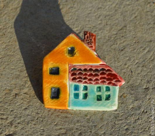 Броши ручной работы. Ярмарка Мастеров - ручная работа. Купить брошь домик. Handmade. Домик, керамика ручной работы, Керамика