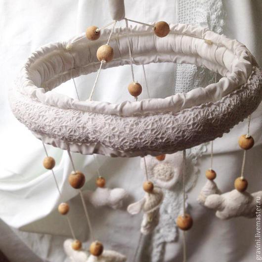 """Детская ручной работы. Ярмарка Мастеров - ручная работа. Купить Мобиль для детской кроватки из ткани """"Кружевные сны"""""""". Handmade. Белый"""