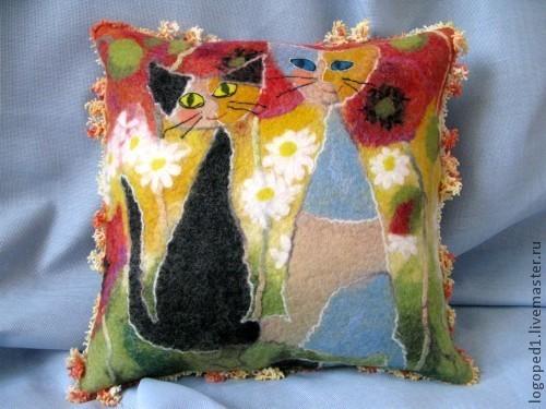 Текстиль, ковры ручной работы. Ярмарка Мастеров - ручная работа. Купить декоративная подушка Кошки на Прогулке (валяние). Handmade.