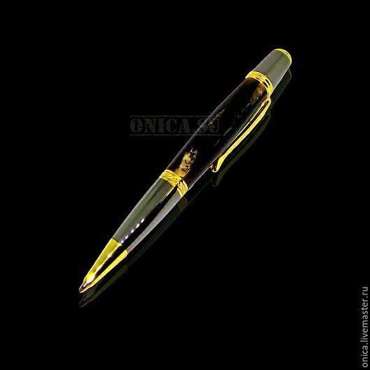 Солидная Подарочная ручка ручной работы.  В качестве материалов были использованы: ювелирная бронза, титан, позолота, рог африканского буйвола.