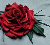 Цветы и флористика ручной работы. Ярмарка Мастеров - ручная работа Брошь из кожи, роза красная. Handmade.