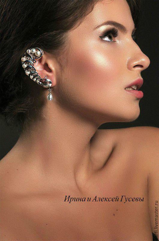 Кафф + серёжка гвоздик, выполнены из серебра 925 пробы и украшены жемчугом. На ушке держатся надёжно и смотрятся шикарно.  ilyich photography Визаж, волосы Яна Вохмянина   Модель Мария Лелеченко
