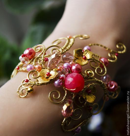Браслеты ручной работы. Ярмарка Мастеров - ручная работа. Купить Большой браслет с жемчугом (коралловый цвет, розовый цвет, жемчуг). Handmade.