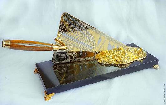 """Подарки для мужчин, ручной работы. Ярмарка Мастеров - ручная работа. Купить Подарок строителю """"Мастерок"""". Handmade. Золотой, златоуст, дерево"""