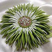 """Украшения ручной работы. Ярмарка Мастеров - ручная работа """"Весна идет!"""" Брошь цветок натуральная кожа жемчуг зеленый. Handmade."""