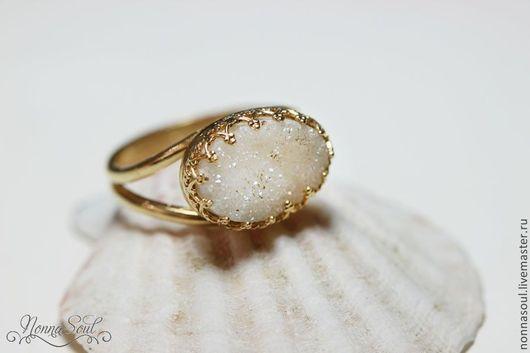 Кольца ручной работы. Ярмарка Мастеров - ручная работа. Купить Горизонтально-овальное кольцо с белыми друзами кварца. Handmade. Белый