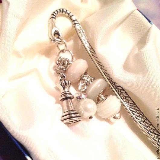 """Закладки для книг ручной работы. Ярмарка Мастеров - ручная работа. Купить Закладка """"Белая Королева"""" с бусинами для браслета Пандора. Handmade."""