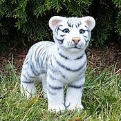 Куклы и игрушки ручной работы. Ярмарка Мастеров - ручная работа Валяная игрушка белый тигрёнок 2 (игрушка из войлока). Handmade.