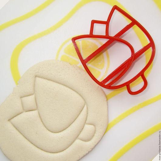 Тюльпан. Штамп для мастики, пряников, печенья, поделок из соленого теста и пластики. Образец оттиска на соленом тесте.