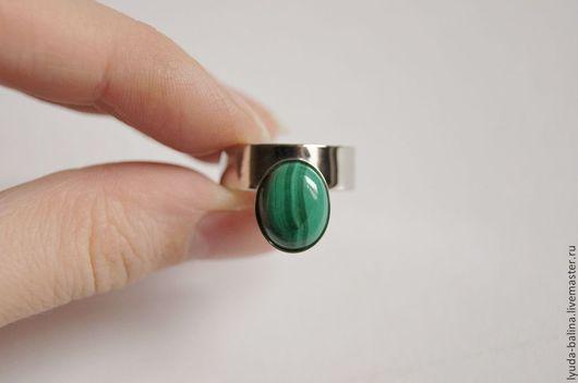 """Кольца ручной работы. Ярмарка Мастеров - ручная работа. Купить """"Королева Эйре"""" кольцо с малахитом. Handmade. Зеленый, кольцо, подарок"""