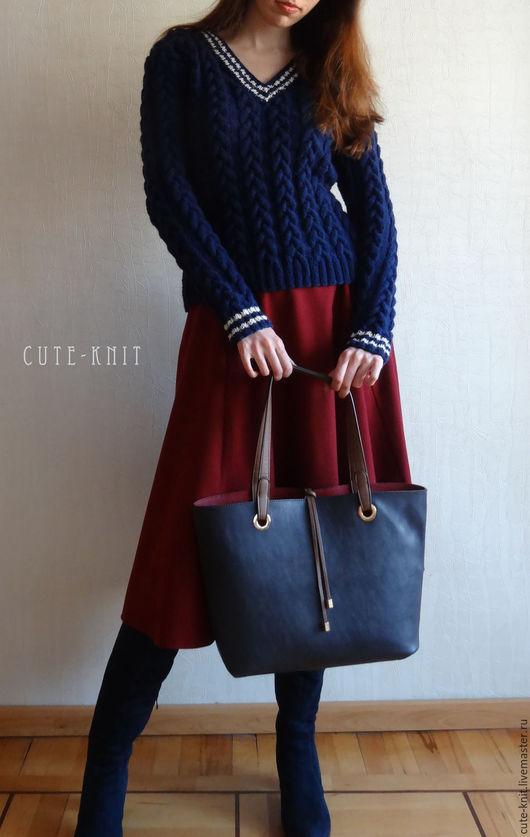 Чтобы лучше рассмотреть модель, нажмите на фото CUTE-KNIT НатаОнипченко ЯрмаркаМастеров Купить синий джемпер женский с v-образным вырезом