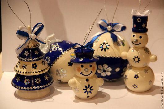 """Новый год 2017 ручной работы. Ярмарка Мастеров - ручная работа. Купить Набор деревянных игрушек """"Dark blue&Ivory"""" в мешочке-сеточке. Handmade."""